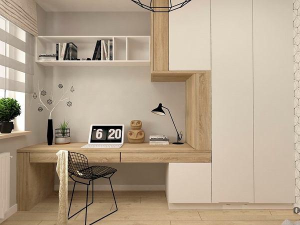 gabinet w domu z komputerem na biurku